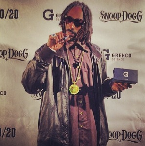 Snoop With The G-Pen (And That Ain't E-Juice In Their Either)
